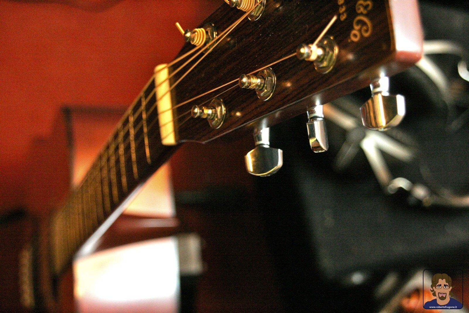Totem Studio Sala Prove Musicali Casarza Ligure chitarra Martin- foto Lamberto Salvan
