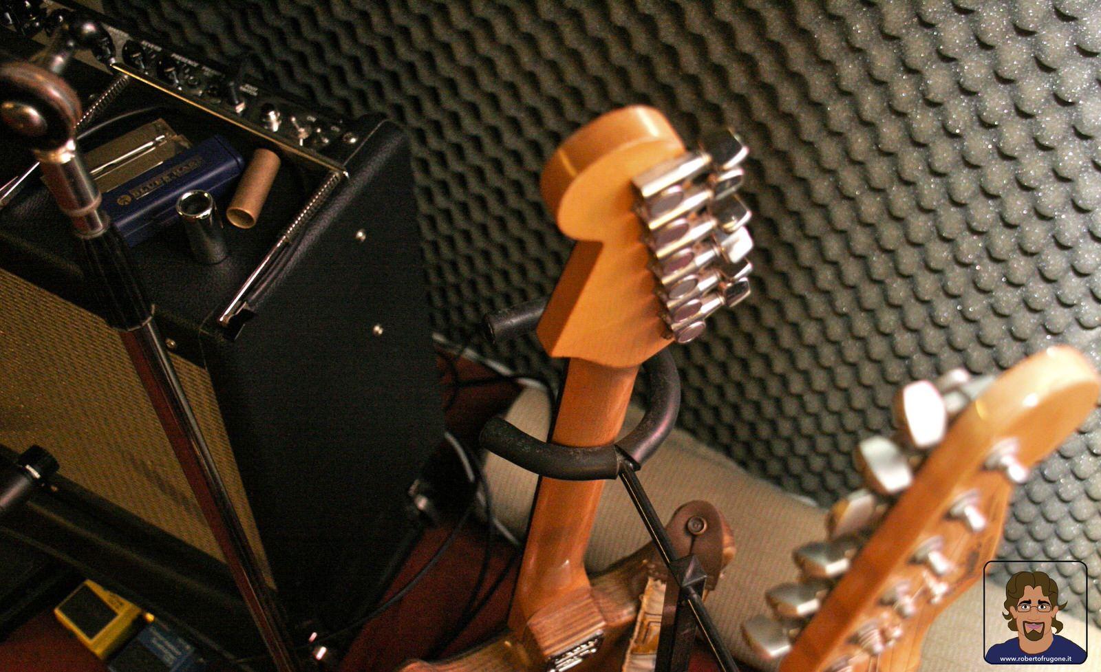 Totem Studio Sala Prove Musicali Casarza Ligure chitarre – foto Lamberto Salvan