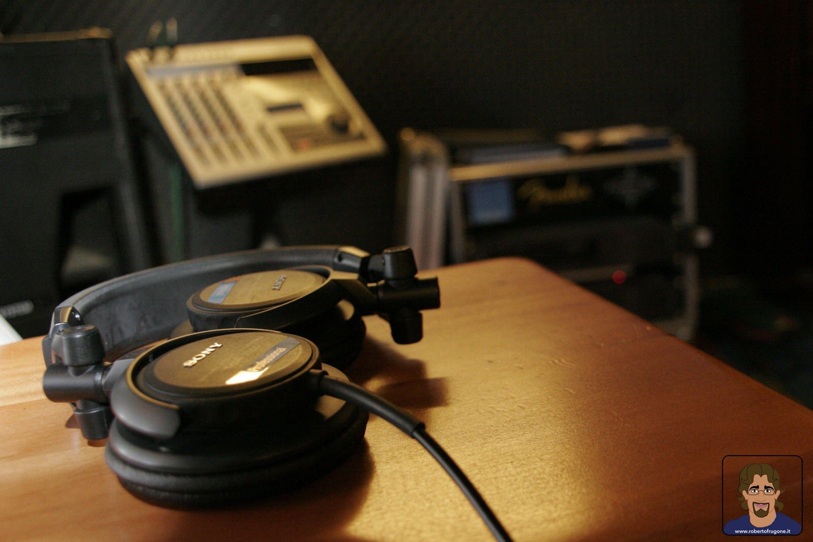 Totem Studio Sala Prove Musicali Casarza Ligure cuffie – foto Lamberto Salvan