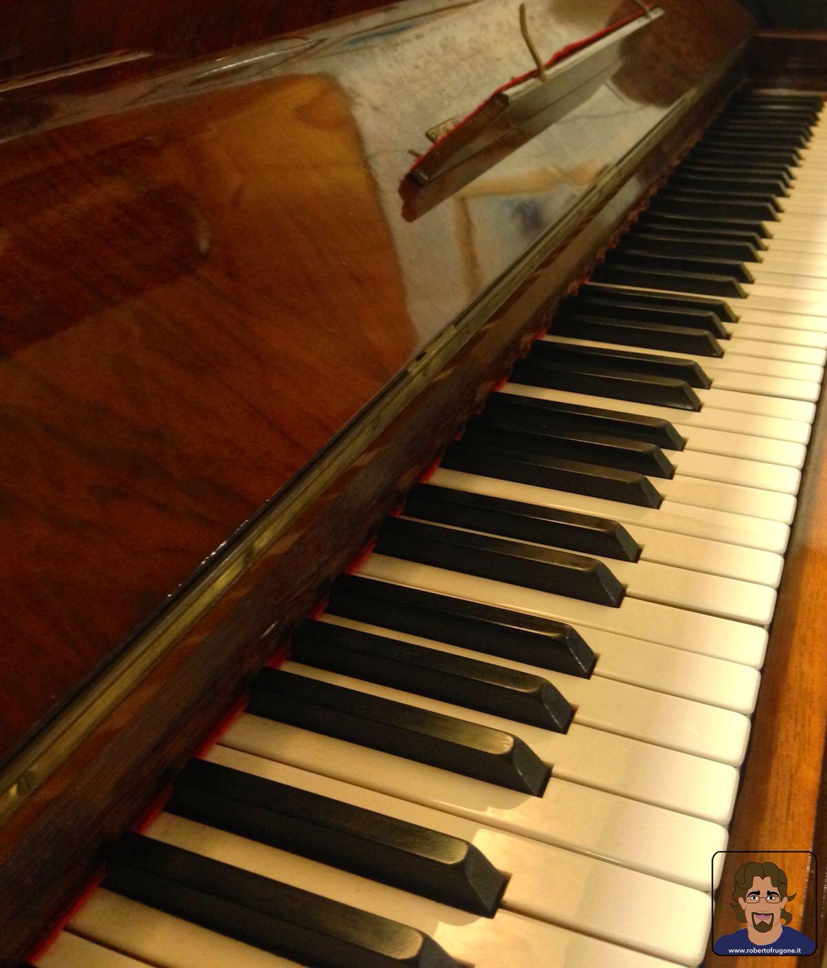 Totem Studio Sala Prove Musicali Casarza Ligure tastiera pianoforte Imperial