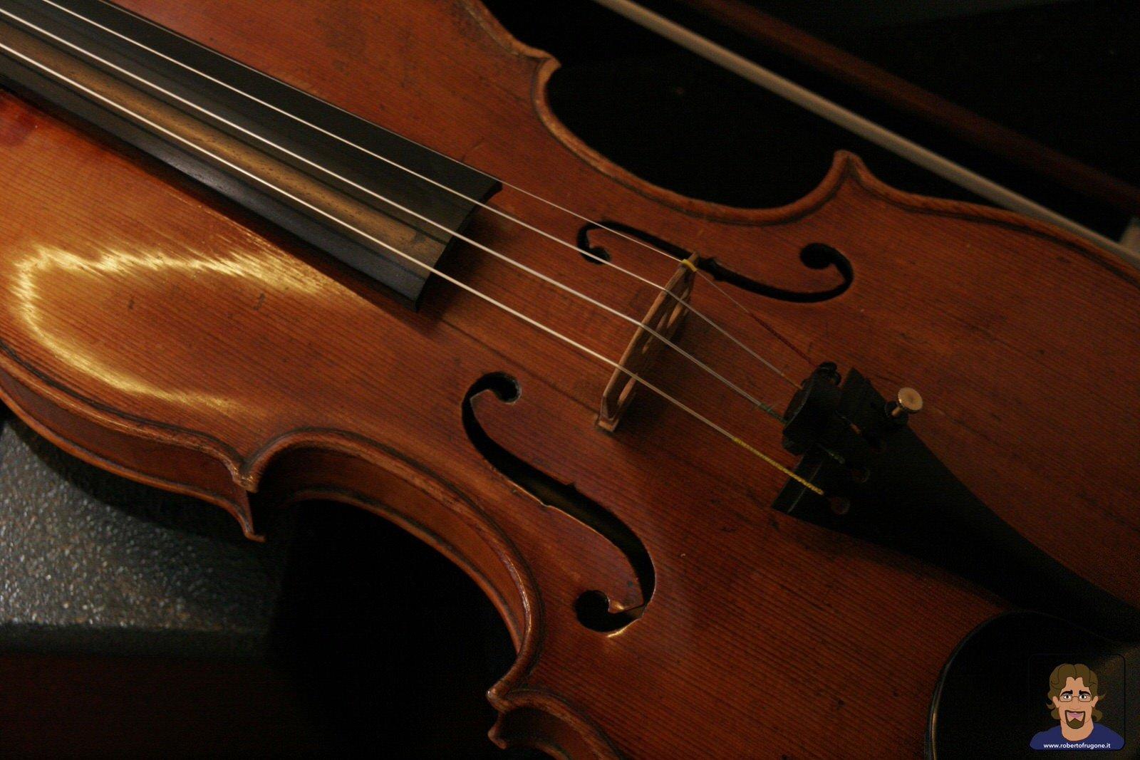 Totem Studio Sala Prove Musicali Casarza Ligure violino- foto Lamberto Salvan