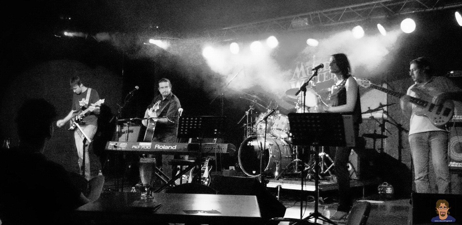 Roberto Frugone Band cantautore live concerto Calvari Muddy Waters 01