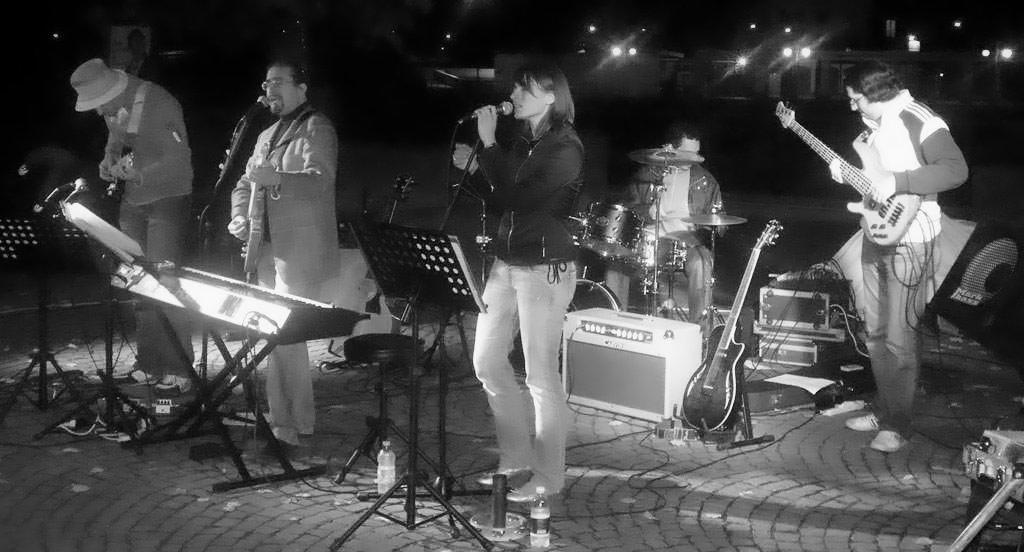 Roberto Frugone Band cantautore live concerto Casarza Ligure