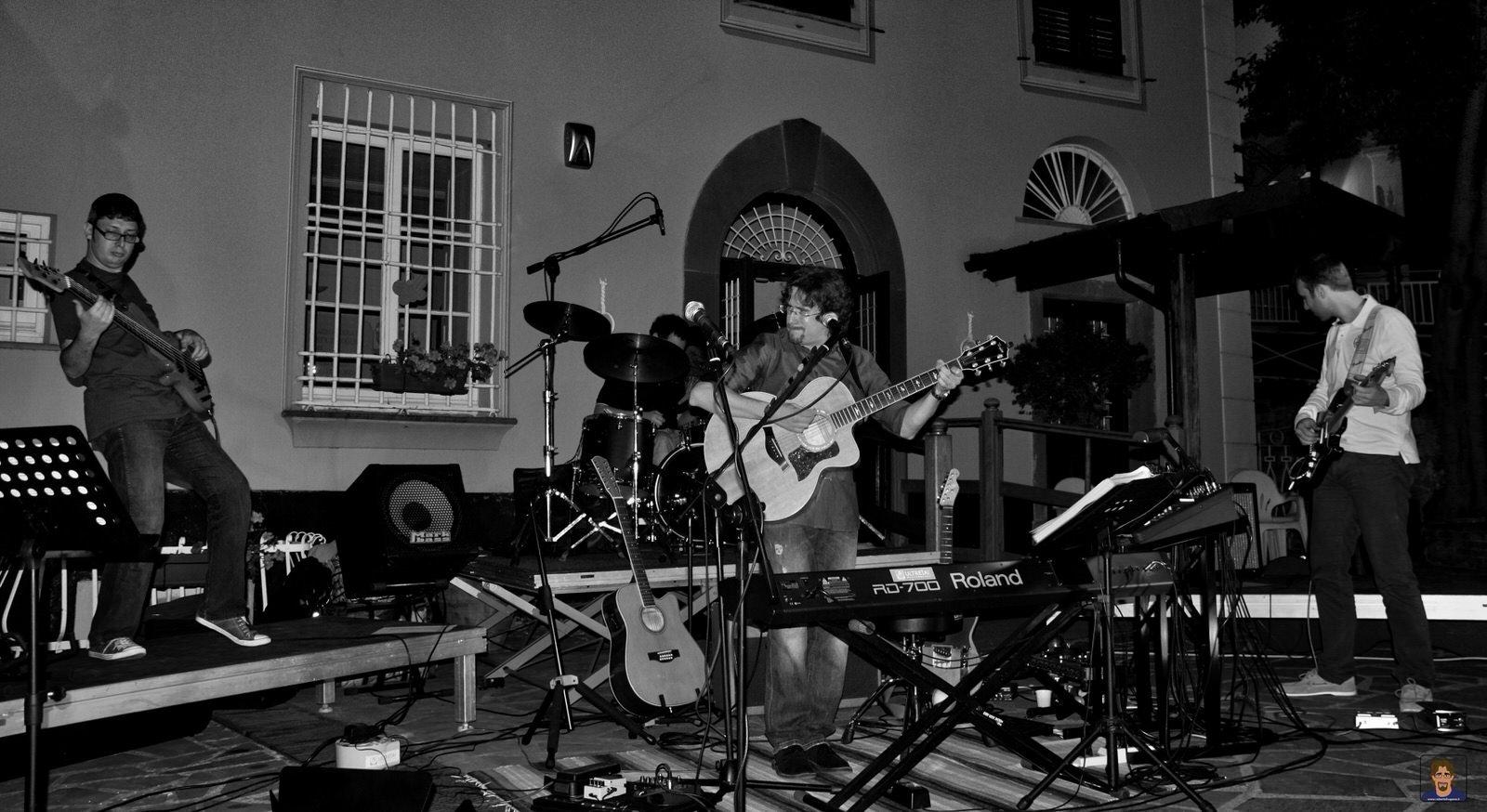 Roberto Frugone Band cantautore live concerto Castiglione Chiavarese
