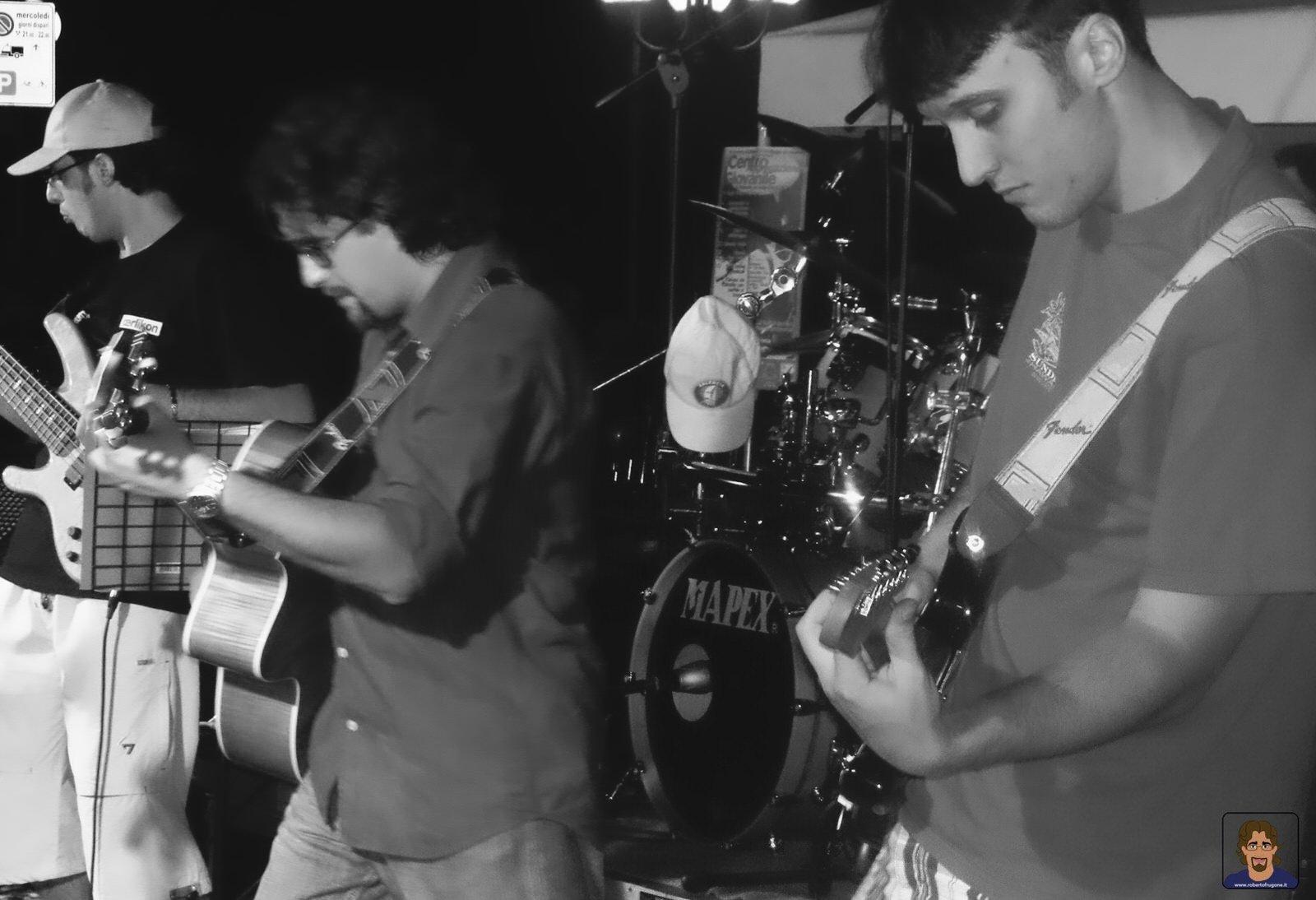 Roberto Frugone Band cantautore live concerto Chiavari Piazza Pescatori 01