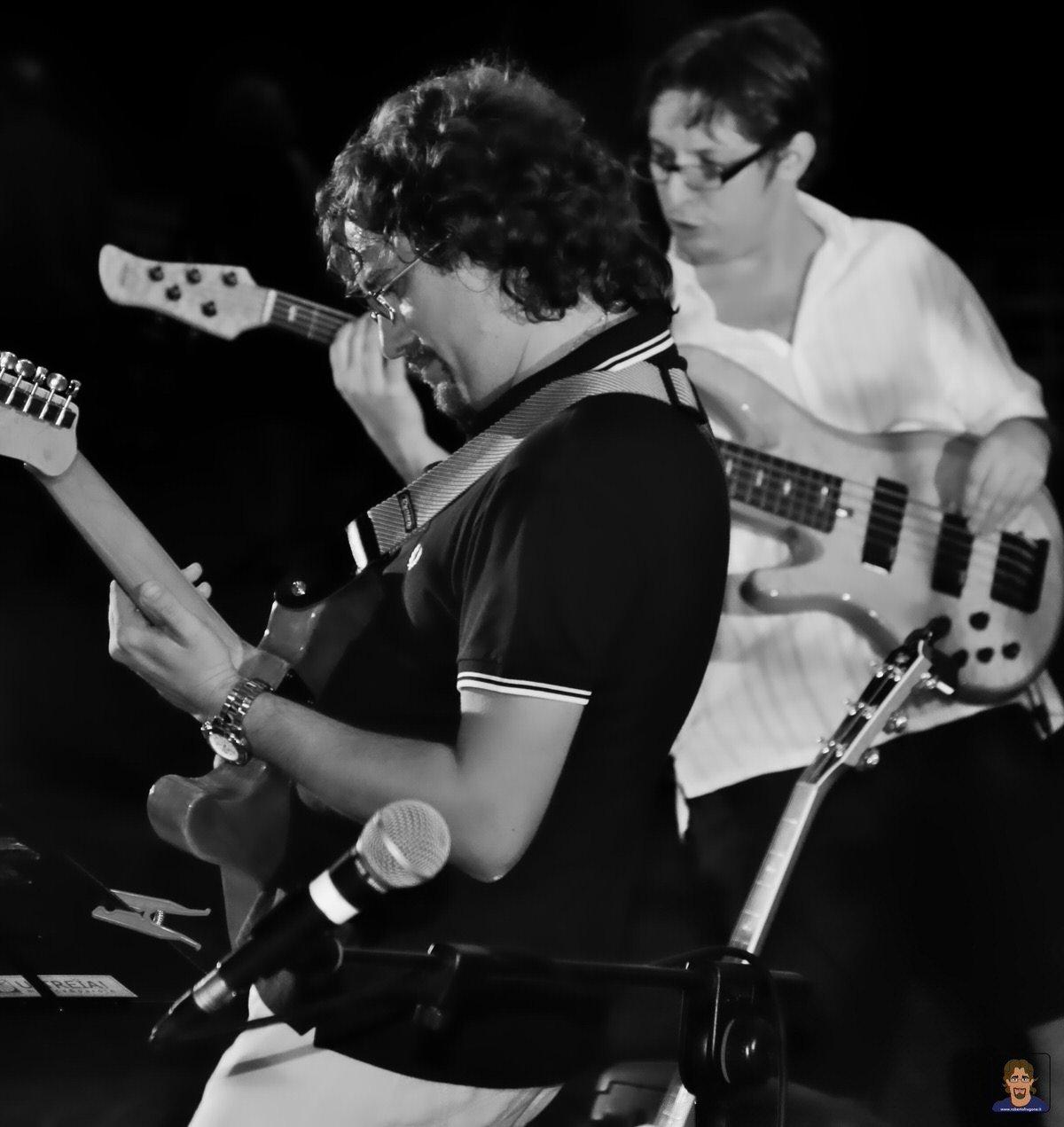 Roberto Frugone Band cantautore live concerto Chiavari Piazza Pescatori 02