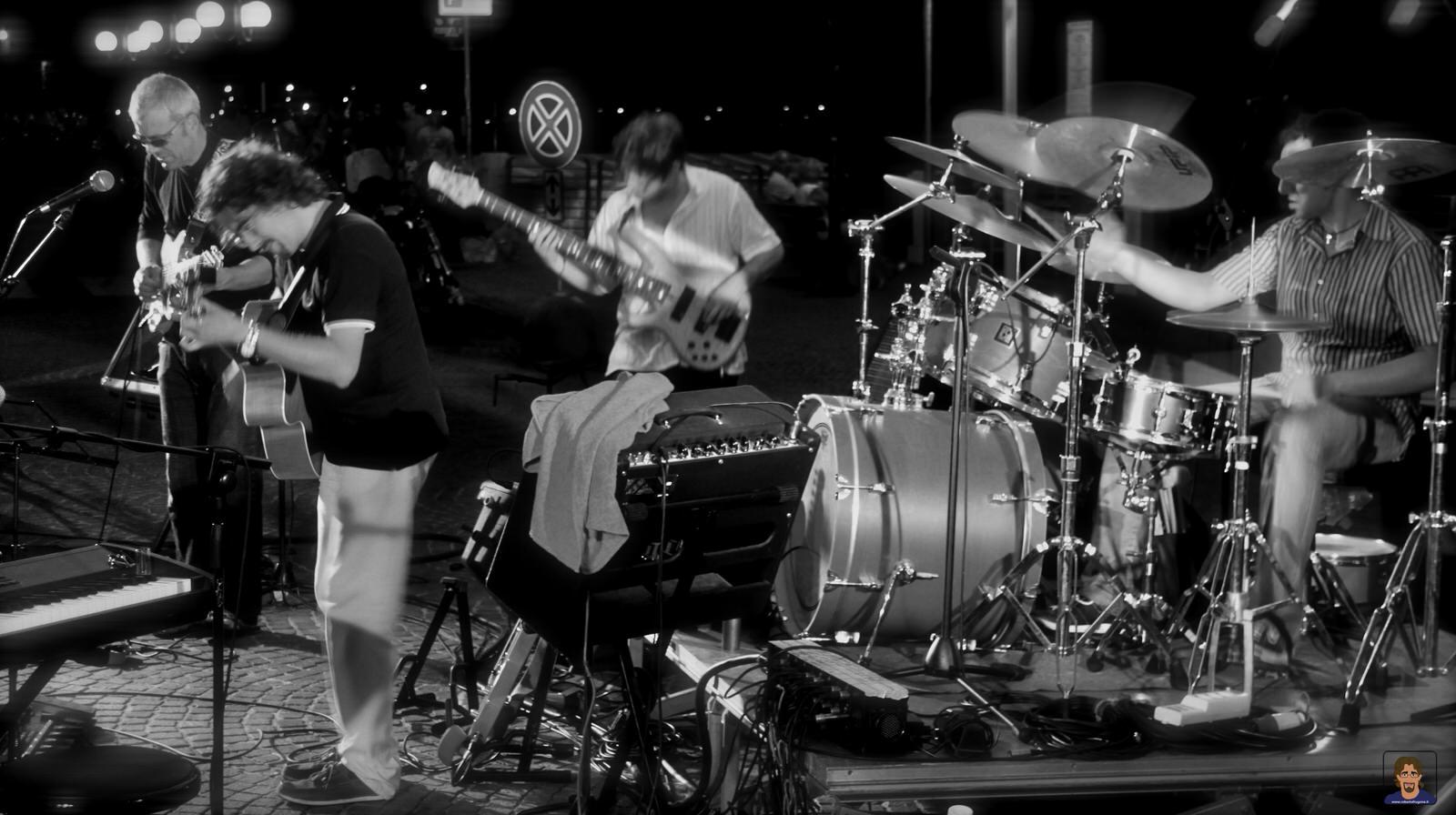 Roberto Frugone Band cantautore live concerto Chiavari Piazza Pescatori 04