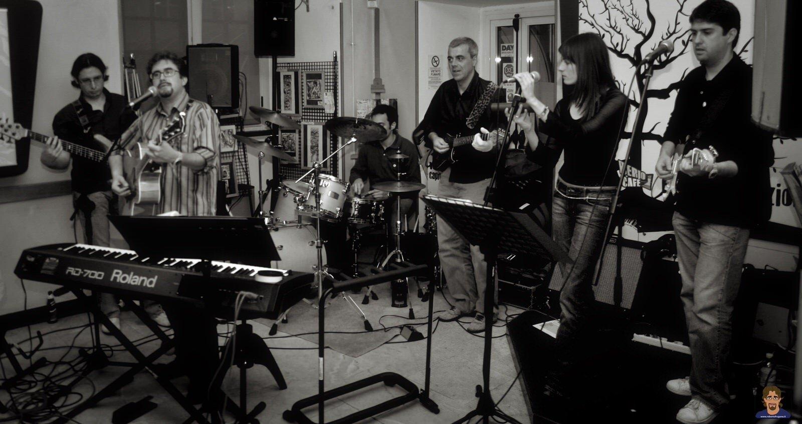 Roberto Frugone Band cantautore live concerto Genova Berio Cafè 01