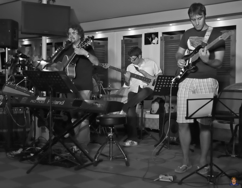 Roberto Frugone Band cantautore live concerto Lavagna 02