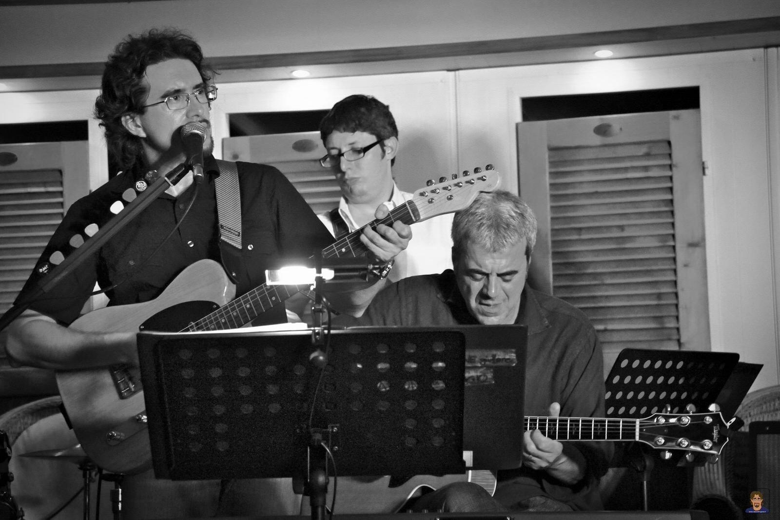 Roberto Frugone Band cantautore live concerto Lavagna 04