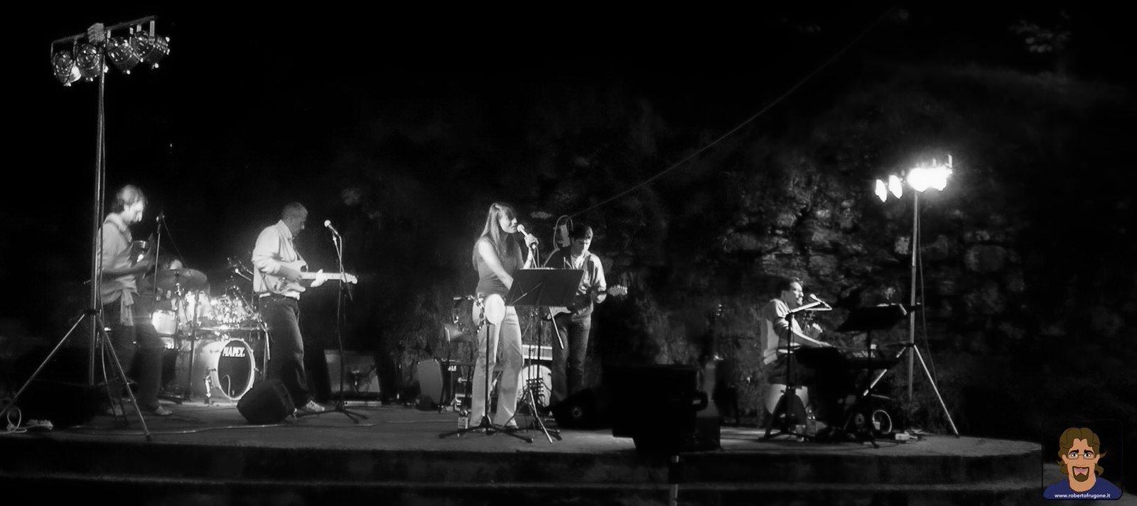 Roberto Frugone Band cantautore live concerto Mezzanego