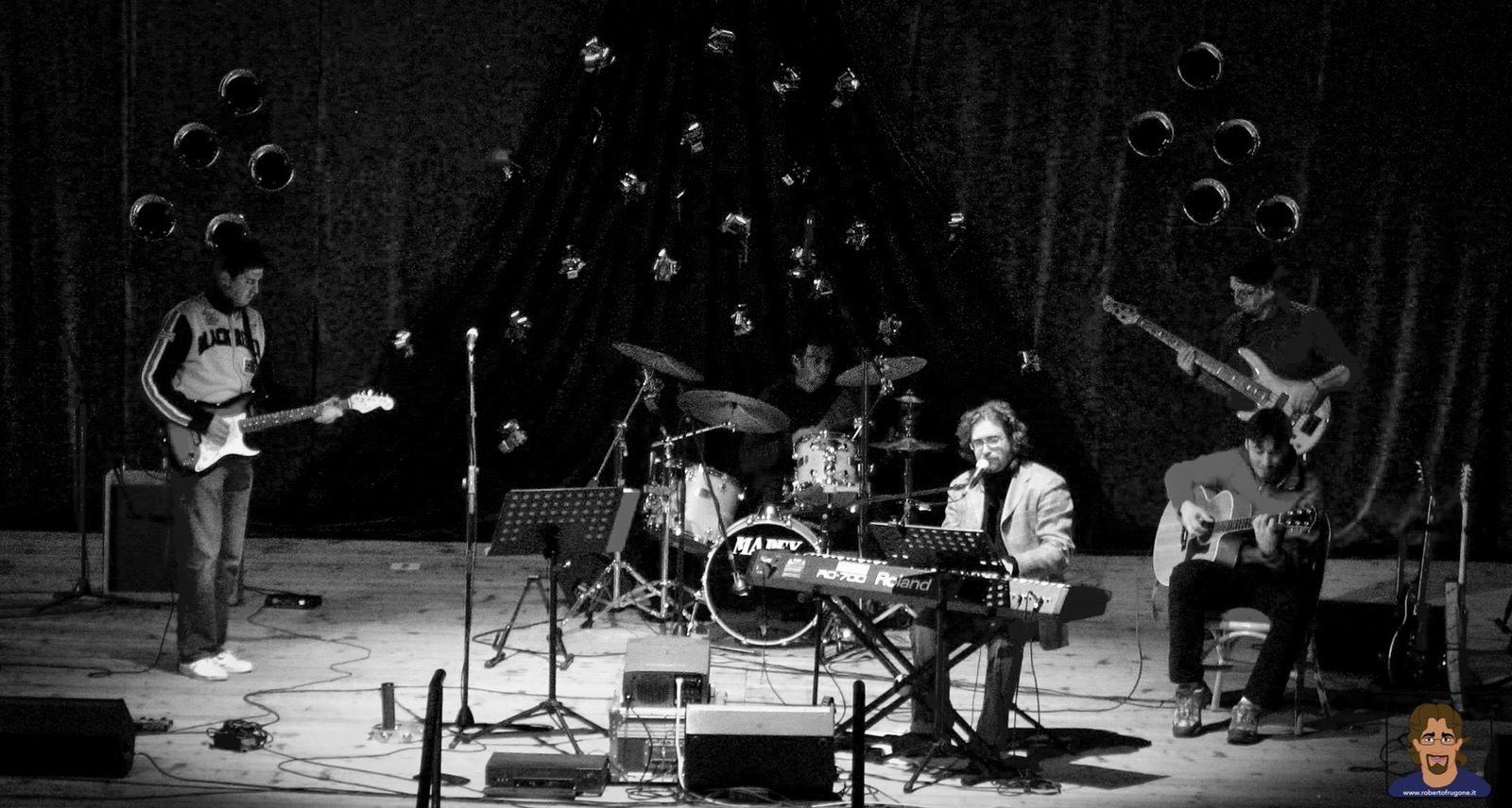 Roberto Frugone Band cantautore live concerto Natale Chiavari Teatro Cantero