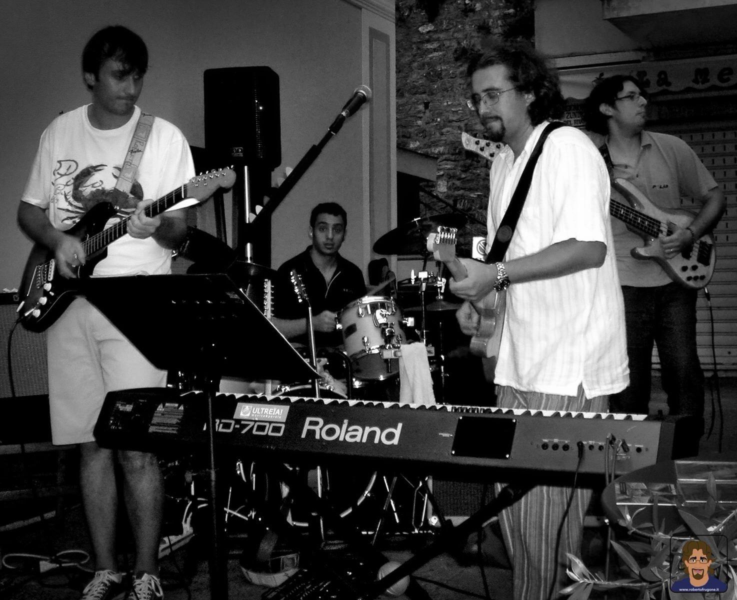 Roberto Frugone Band cantautore live concerto Zoagli Il Banco