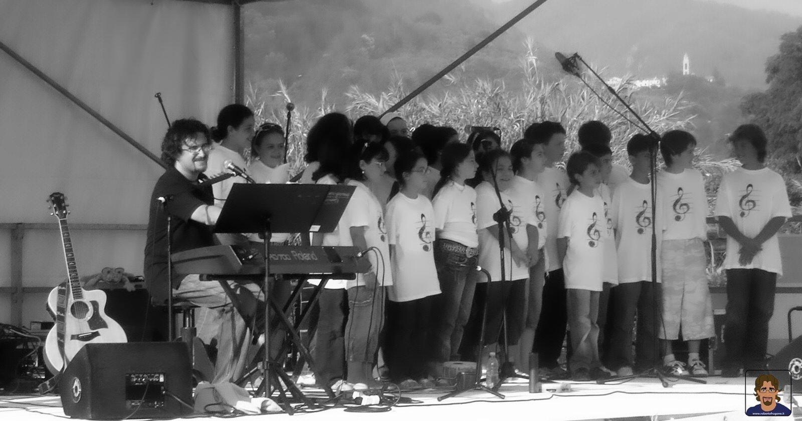Roberto Frugone Band cantautore live concerto bambini Casarza Ligure