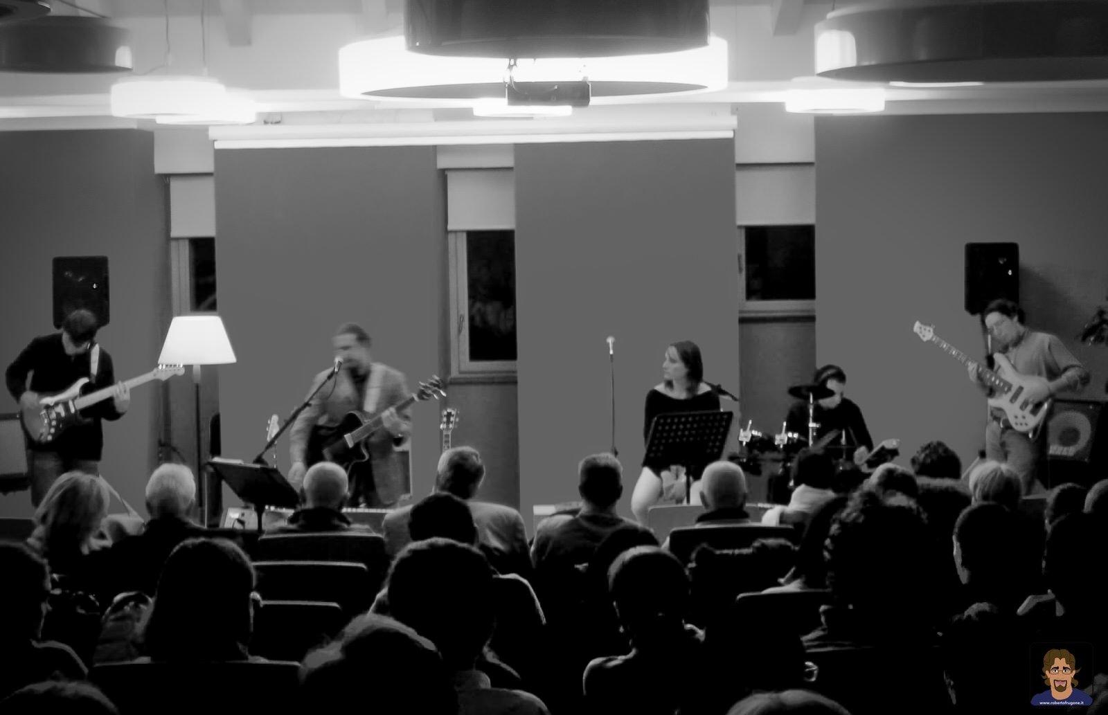 Roberto Frugone Band cantautore live concerto inaugurazione Villa Sottanis Casarza Ligure