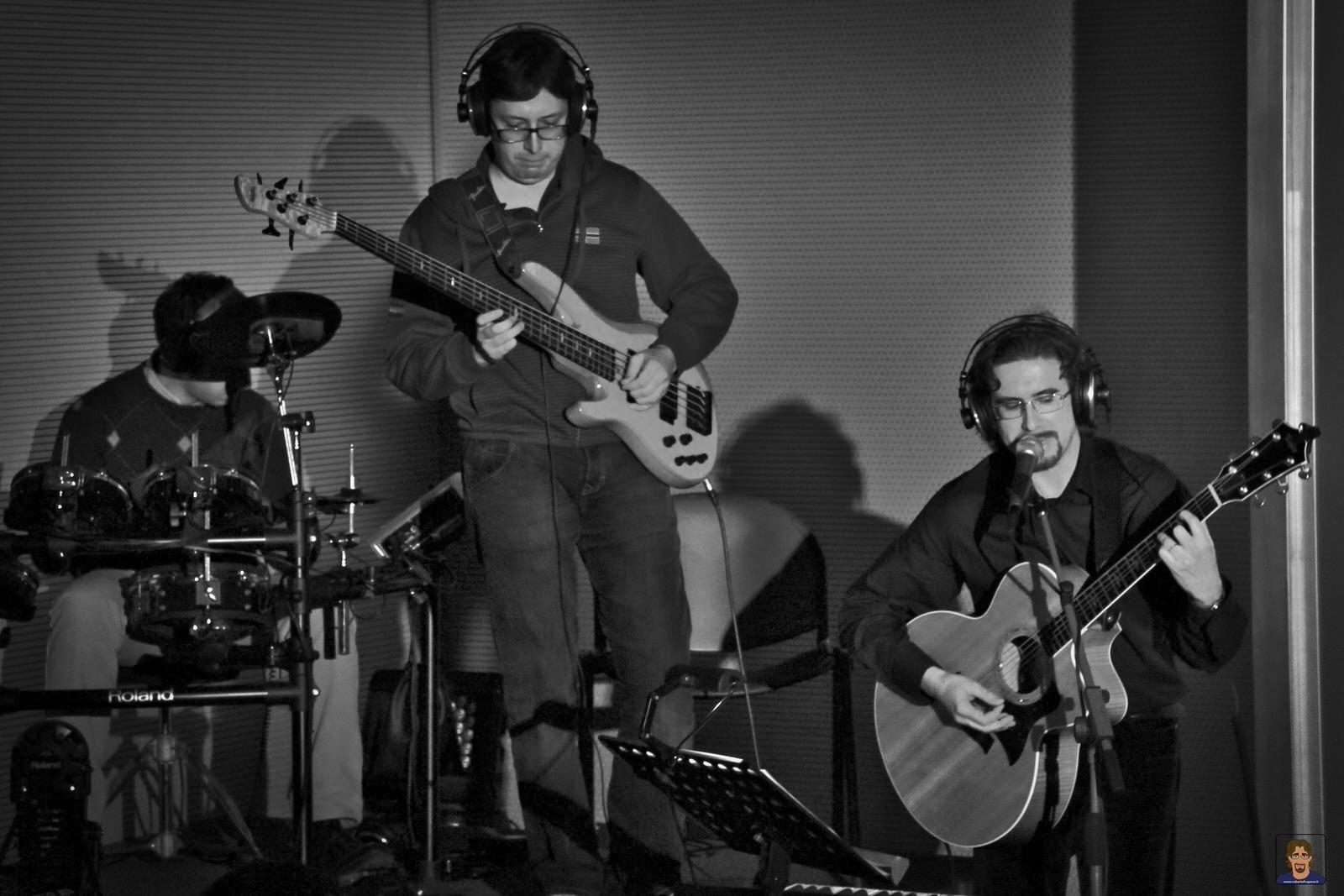 Roberto Frugone Band cantautore reading Il gallo la luna e la paura Lavagna