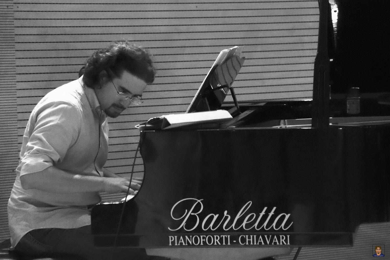 Roberto Frugone cantautore Enrico Rovegno reading Il gallo la luna e la paura Auditorium Chiavari 01