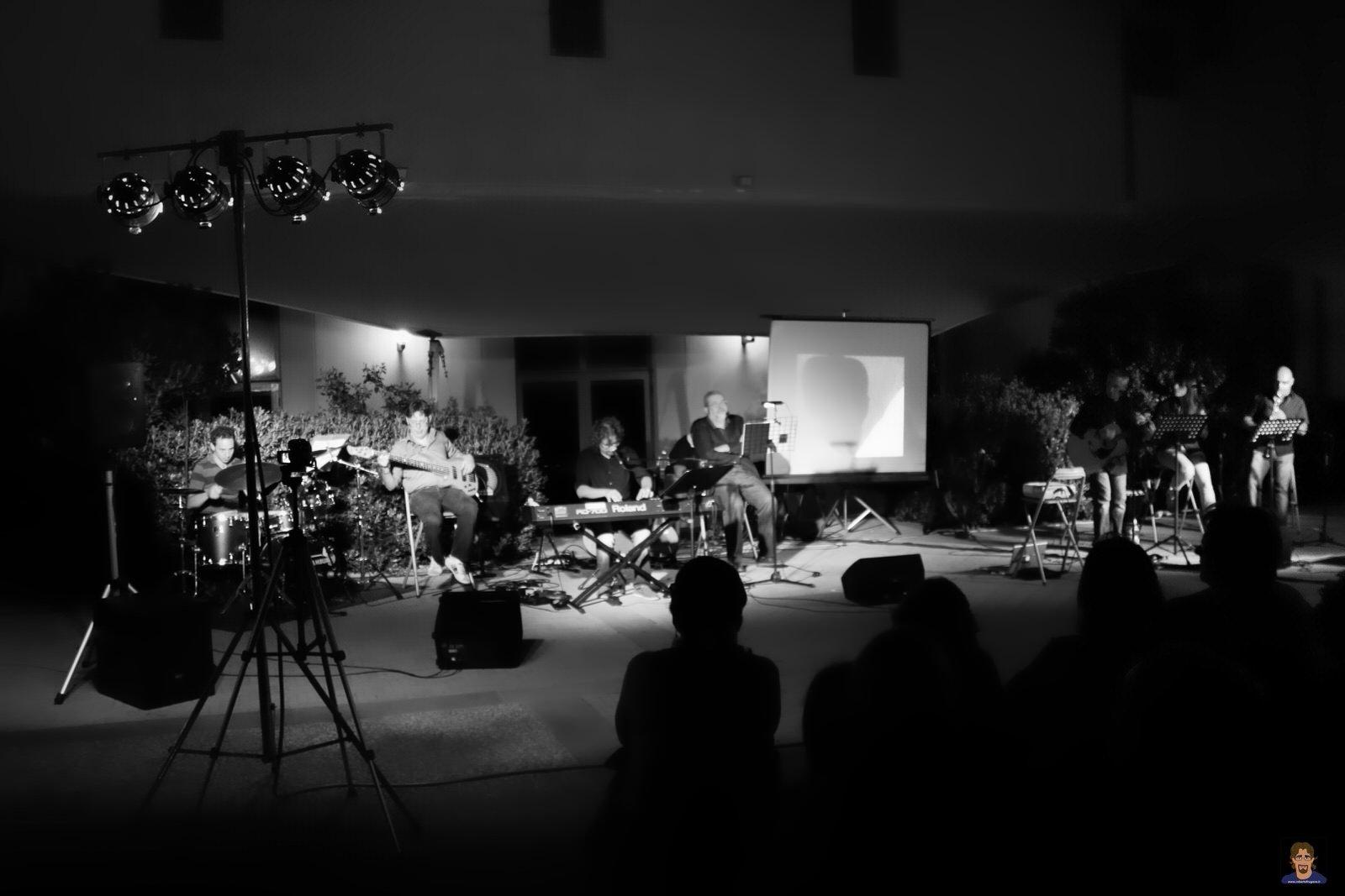 Roberto Frugone cantautore Enrico Rovegno reading Il gallo la luna e la paura Sestri Levante 02