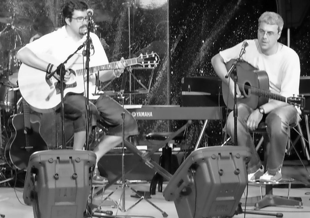 Roberto Frugone cantautore live acoustic guitar duo Villaggio del Ragazzo