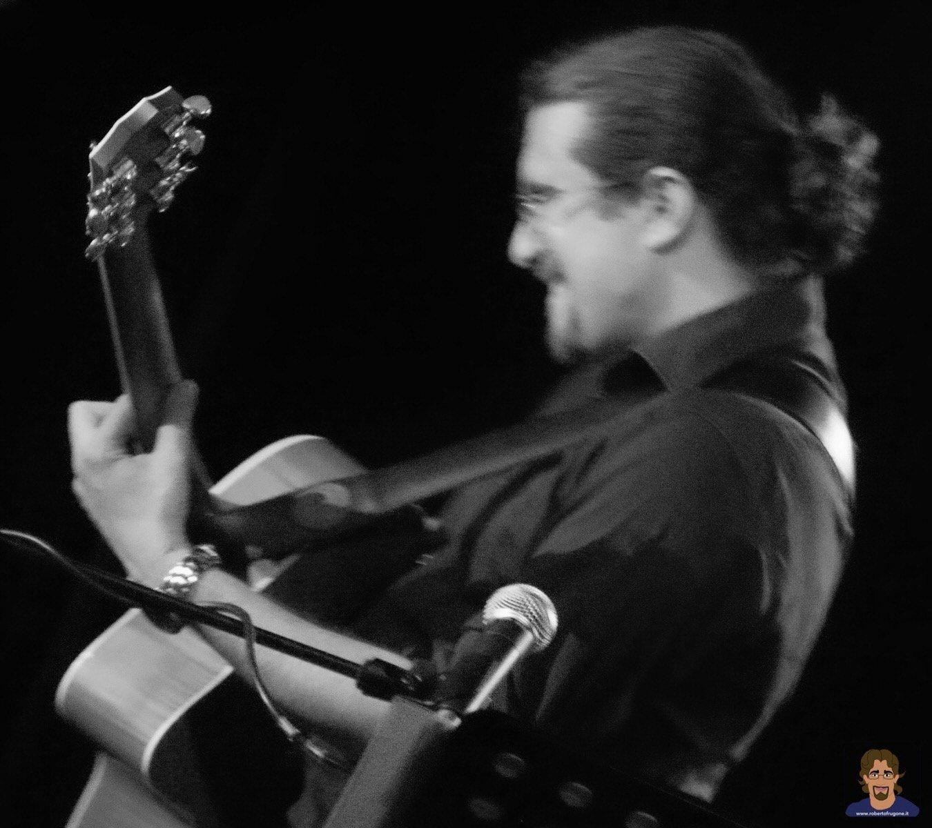 Roberto Frugone cantautore live concerto Calvari Muddy Waters