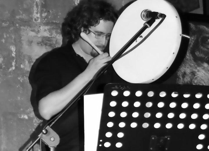 Roberto Frugone cantautore live concerto Casarza Ligure San Giovanni bodhran