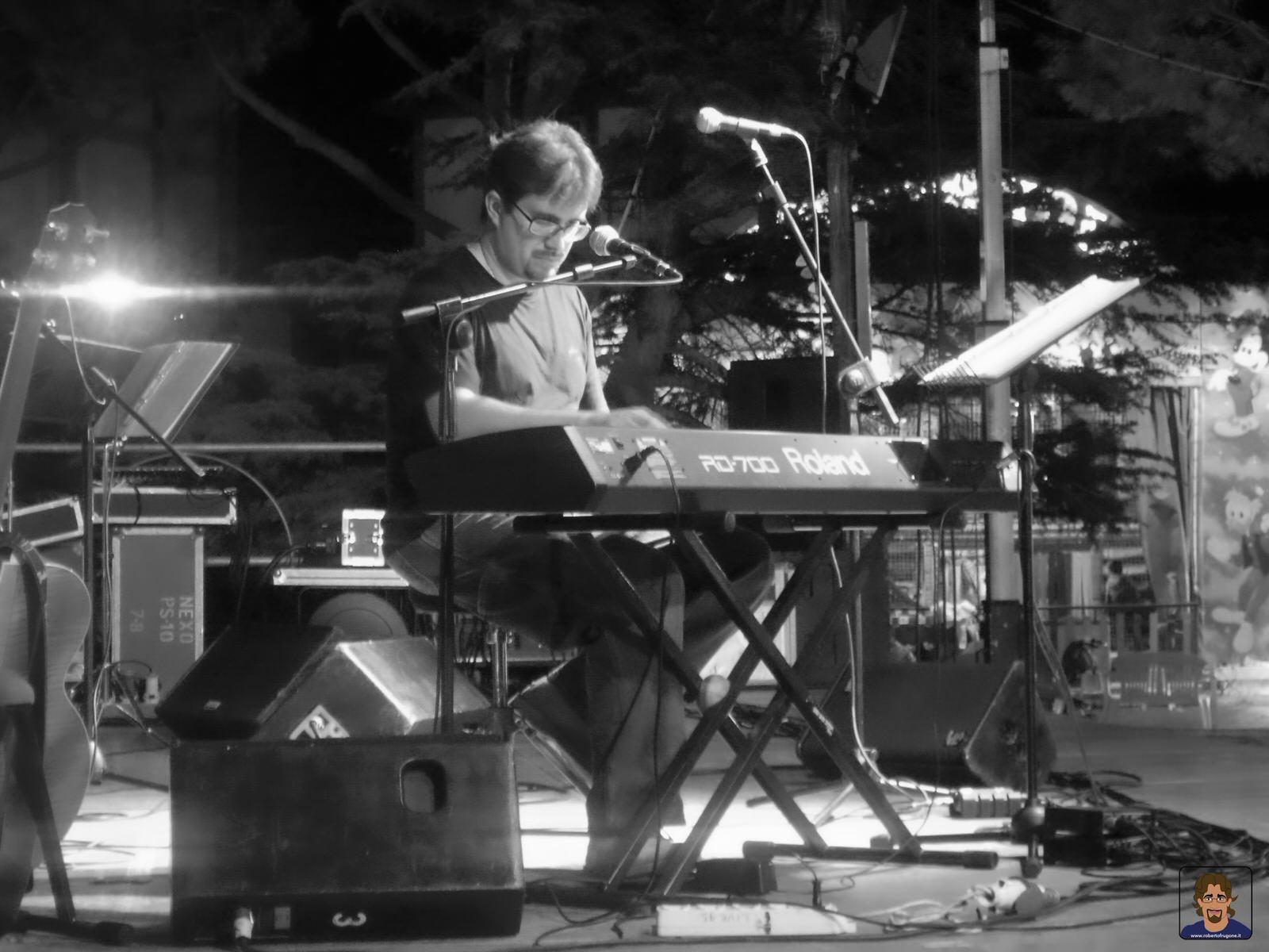 Roberto Frugone cantautore live concerto Grosseto