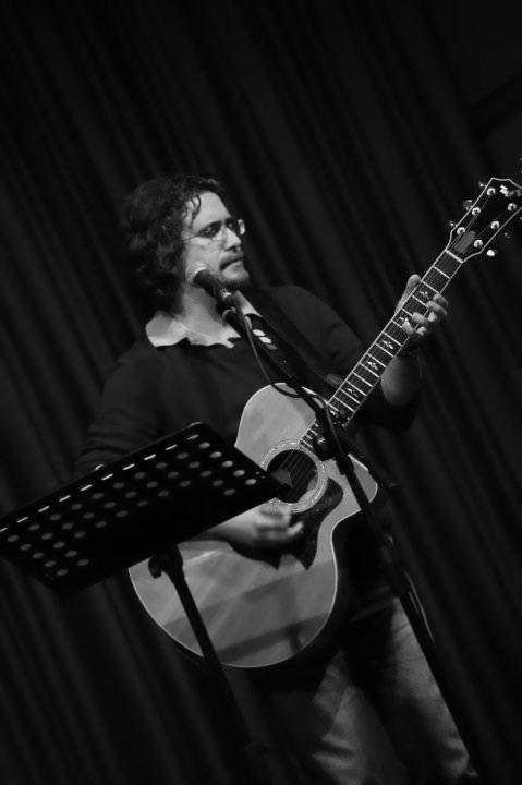 Roberto Frugone cantautore live concerto acustico Padova 03