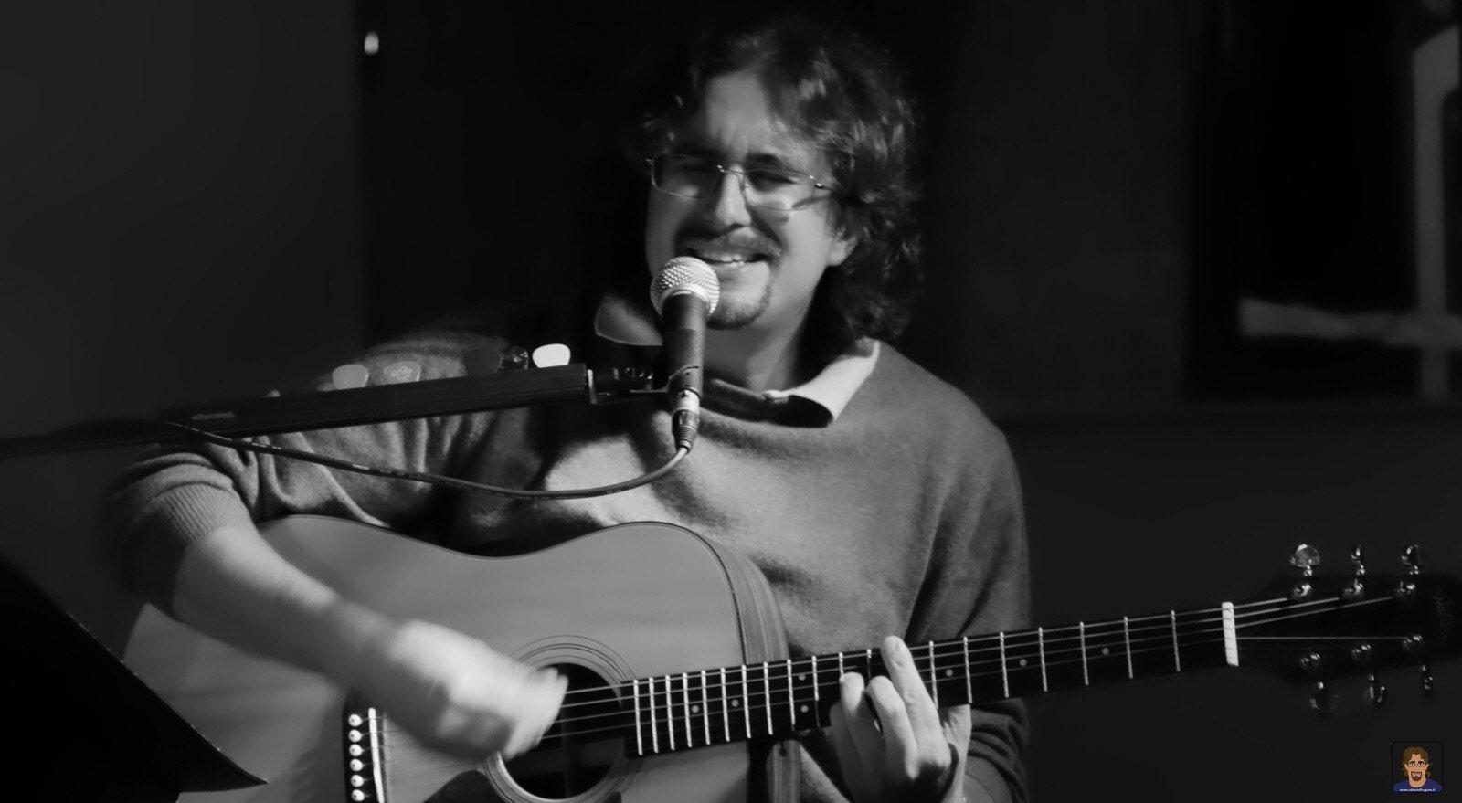 Roberto Frugone cantautore live concerto chitarra Expo Fontanabuona 01