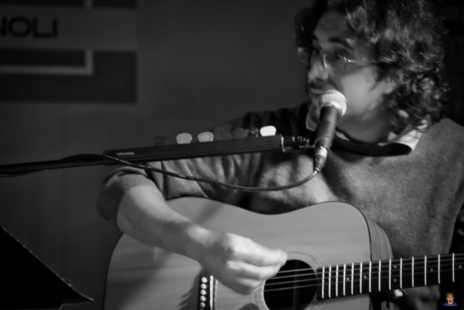 Roberto Frugone cantautore live concerto chitarra Expo Fontanabuona 02