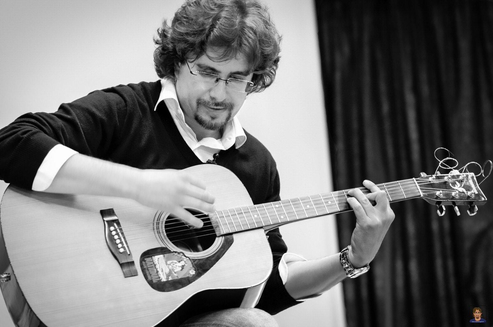 Roberto Frugone cantautore live concerto chitarra Sestri Levante