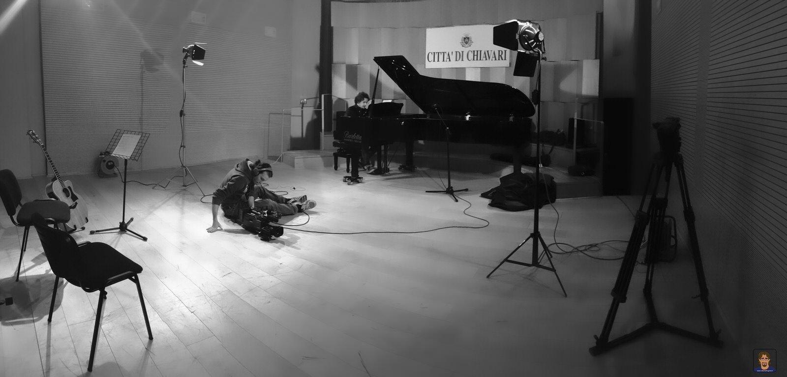 Roberto Frugone cantautore live concerto pianforte Auditorium Chiavari