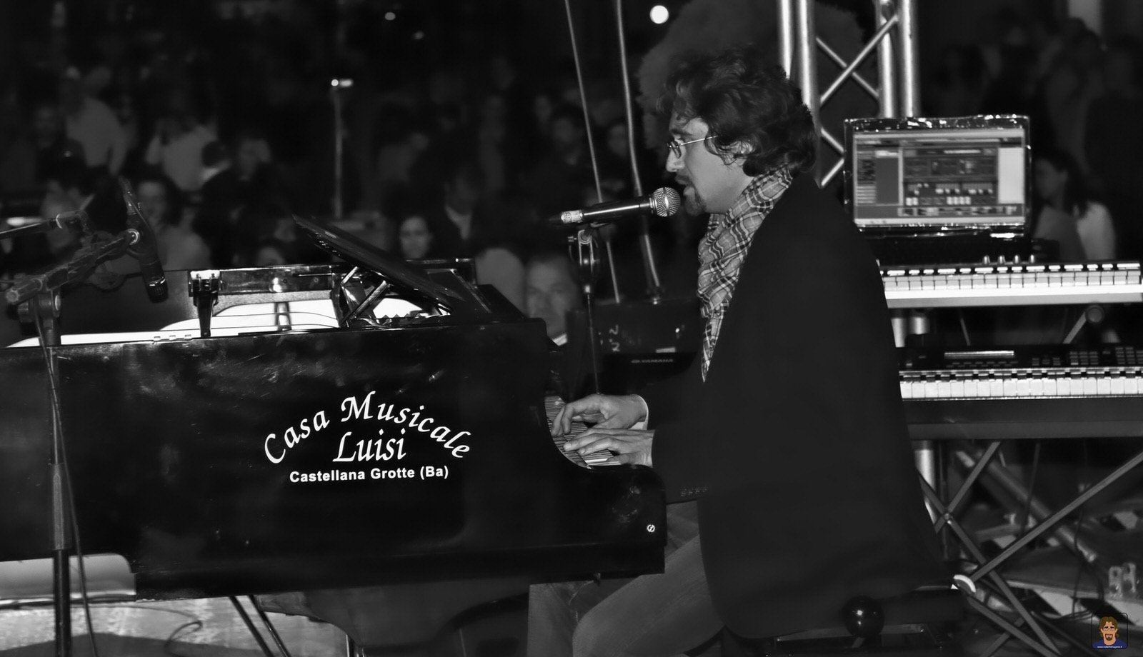 Roberto Frugone cantautore live concerto pianoforte Altremura Festival Altamura