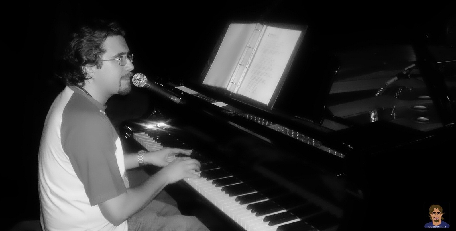 Roberto Frugone cantautore live concerto pianoforte Chiavari Teatro Cantero