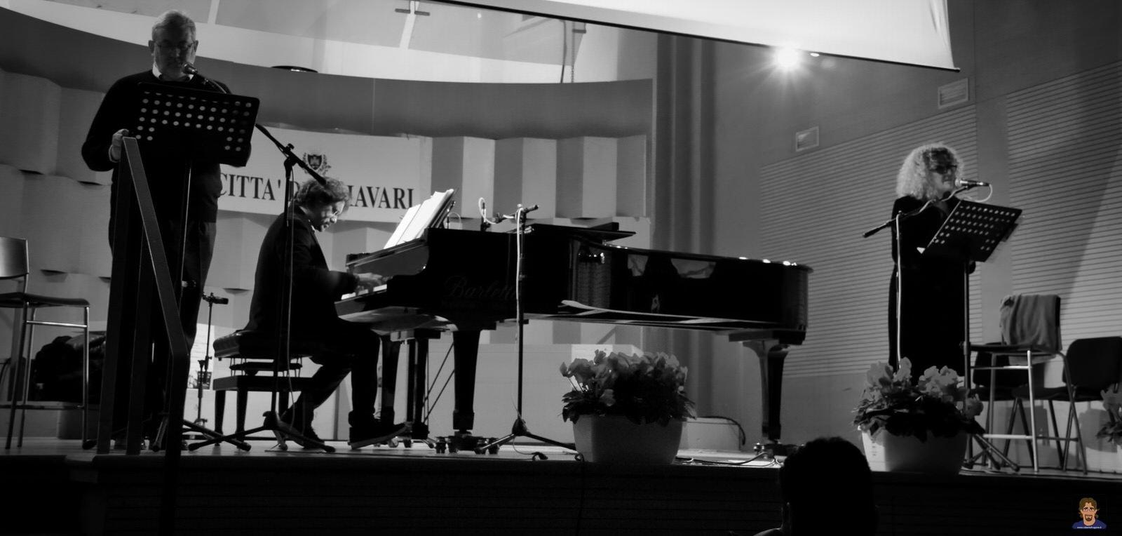 Roberto Frugone cantautore live concerto pianoforte reading Elena Bono Auditorium Chiavari 02