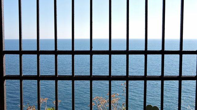 sbarre prigione carcere cielo mare