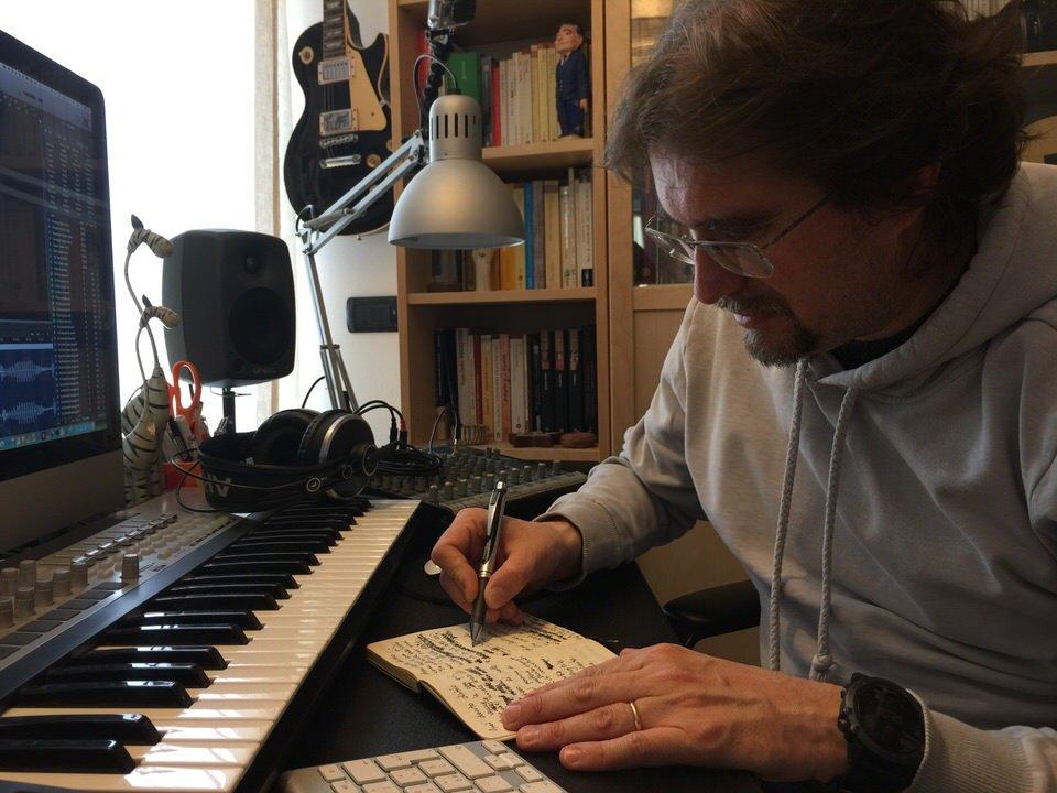 Roberto Frugone - scrittura a casa